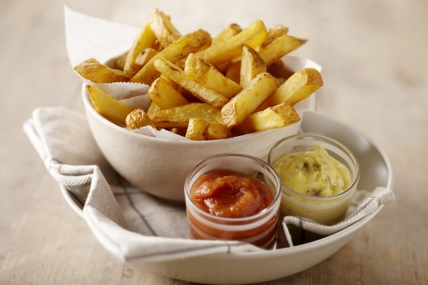 Country Cooking Pure & Rustic Pommes mit selbstgemachtem Ketchup und Sardellen-Mayonnaise